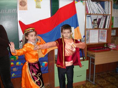Хачатурян Ванесса и Саркисов Левон исполнили танец
